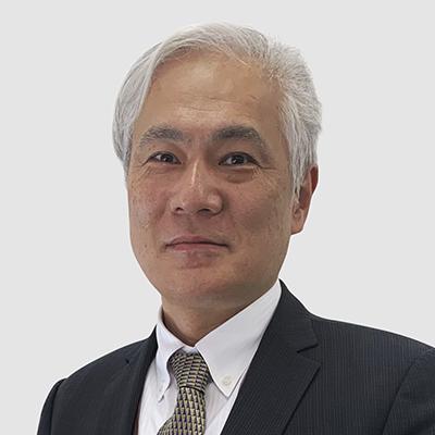 Месаки је СВП, глобално истраживање и развој. Одговоран је за глобалне напоре компаније за истраживање и развој. Месаки је био део Фурукава Групе 35 година и придружио се Ессеку Фурукава у октобру 2020. године формализацијом Глобал Јоинт Вентуре. Његове бивше улоге укључивале су техничког директора одељења за магнетне жице у компанији Фурукава Елецтриц Цо., Лтд., као и техничког директора компаније Фурукава Магнет Вире Цо., Лтд. У тој улози био је одговоран за развој материјала и процеса, као и производа дизајн. Пре тога, Месаки је био одговоран за развој материјала и развој композита метала и пластике, укључујући генералног директора жице ФЕ Магнет (Малезија) и генералног директора Центра за истраживање полимера у Фурукава Елецтриц. Дипломирао је хемију на Универзитету политехнике Токијског института.