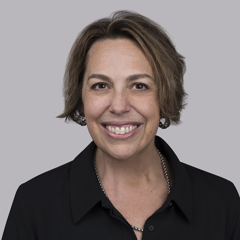 Анна Басиста је виша потпредседница Глобалних људских ресурса за Супериор Ессек. То је улога коју је имала скоро четири године након што је такође била потпредседница за људске ресурсе за Ессек Магнет Вире, као и за Супериор Ессек током претходне четири. Њен стил руковођења службеницима омогућио је сталан пут раста у компанији која сада надгледа све напоре у пољу људских ресурса. Пре улоге у Супериор Ессеку, Басиста је провела скоро 15 година као виши директор људских ресурса у неколико других компанија. Дипломирала је психологију на Универзитету на Хавајима пре него што је магистрирала из индустријске и организационе психологије на Елмхурст Цоллеге. Басиста је члан СХРМ-а са СХРМ-СЦП сертификатом, као и виши стручњак за људске ресурсе из ХРЦИ-а.