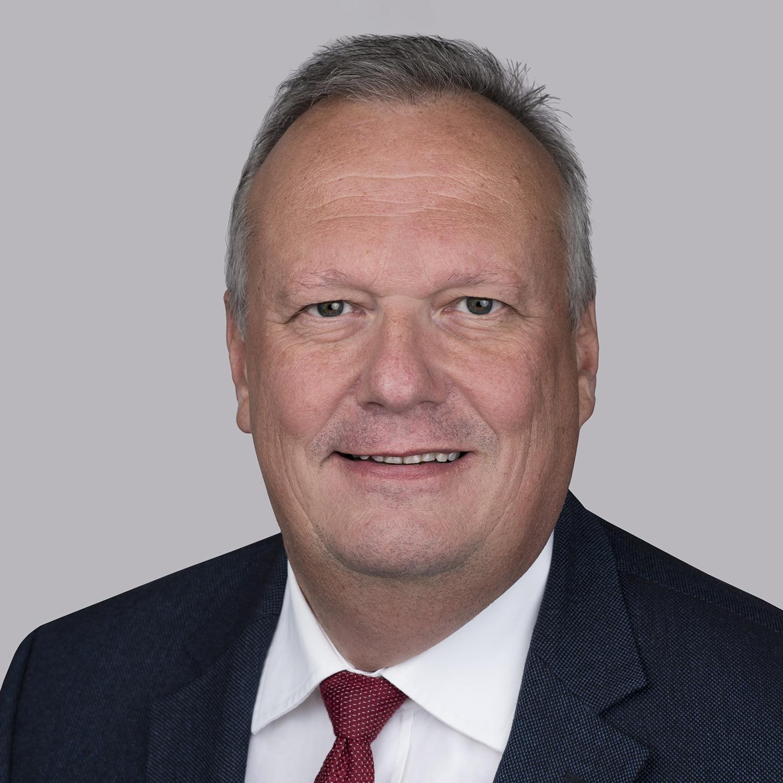 Инг. Клаус Борстнер је тренутно председник компаније Ессек Фурукава Магнет Вире Еуропе и предводи континуирану еволуцију и вођство на тржишту нашег пословања усмереног на енергију у пољу ЦТЦ и других производа са више емајлираног бакра. Има 30 година искуства у електроиндустрији, на разним високим позицијама, а током своје каријере развио је велико глобално искуство живећи и радећи у југоисточној Азији, Сједињеним Државама и Кини. Пре него што је провео време у Ессеку, провео је више од 20 година у компанији Елин, аустријској компанији која је постала Сиеменс на пољу високонапонских апликација и трансформатора. Дипломирао је електротехнику што му помаже у разумевању процеса и иновација.