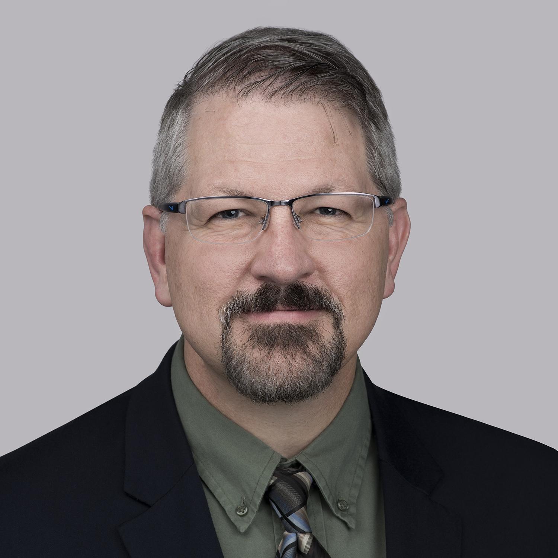 Матт Леацх је потпредседник, Увод у нове производе и иновације, Северна Америка за Ессек Фурукава. Био је одговоран за покретање и надзор МагФорцеКс центра за иновације током последње три године. Лич је радио са Супериор Ессеком - са све већим одговорностима - у технологији и операцијама скоро 25 година. Недавно је Леацх био потпредседник операција за Ессек Нортх Америца. Тренутно има задатак да води тим стручњака из многих дисциплина како би решио следећи талас технолошких питања. Дипломирао је машинство на Росе-Хулман Институте оф Тецхнологи и стекао МБА на Университи оф Индиана.