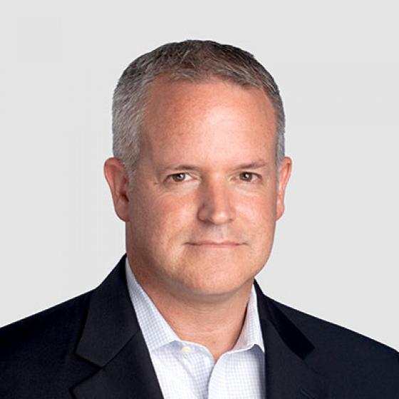 Dejvid Grej je na poziciji finansijskog direktora u kompaniji Superior Essex već dve godine. Grej je proveo poslednjih pet godina svoje karijere u kompaniji, napredujući od potpredsednika odseka za finansije za sektor komunikacionih i energetskih kablova do sadašnje pozicije na kojoj kontroliše celokupnu proizvodnju od 2 milijarde USD. Pre dolaska u Essex, bio je potpredsednik za finansije i IT u kompaniji Cooper Bussman kao i v.d. finansijskog direktora u kompaniji Digital Blue, gde je pomogao da se smanje operativni troškovi za 30% i da se uspešno izvrši preuzimanje. Stekao je diplomu u računovodstvu na Državnom univerzitetu u Pensilvaniji, serfikovan je za javnog računovođu (CPA) od strane odbora za javno računovodstvo savezne države Merilend i stekao je sertifikat za upravljačko računovodstvo (CMA) na Institutu za upravljačko računovodstvo.